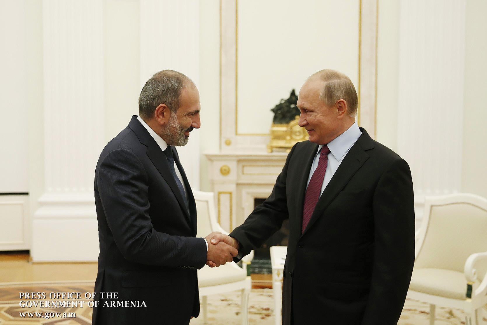 Никол Пашинян направил поздравительные послания Владимиру Путину по случаю Дня России