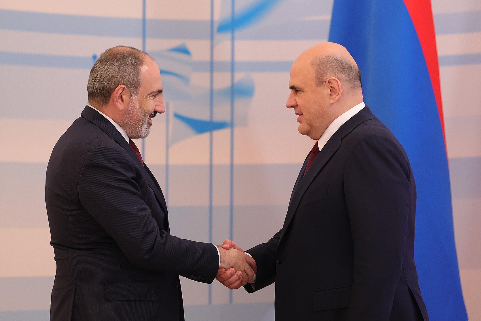 желаю Вам, уважаемый Михаил Владимирович, доброго здоровья, счастья и новых успехов в Вашей государственной деятельности, а всем россиянам – мира и процветания