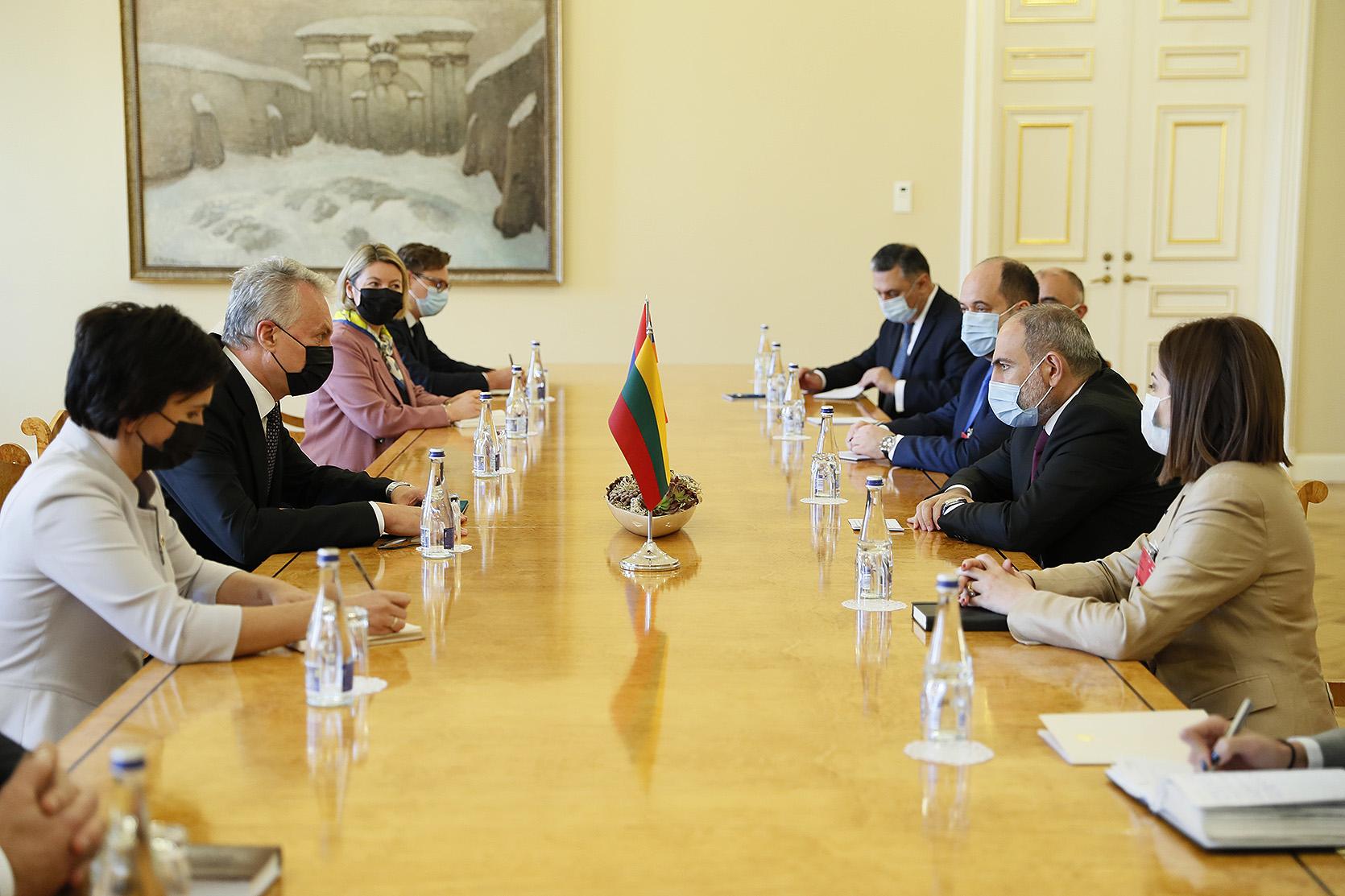 PM Pashinyan meets with President of Lithuania Gitanas Nausėda