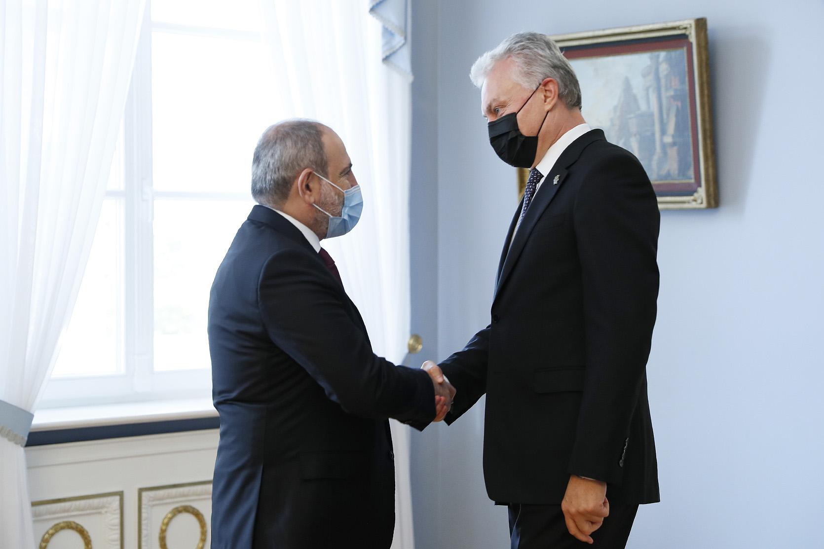 Премьер-министр Пашинян провел встречу с президентом Литвы Гитанасом Науседой