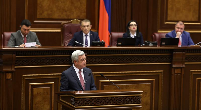 The Economist: Непопулярный президент Армении сделал себя премьер-министром