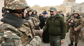 Nikol Pashinyan visits military stronghold and congratulates servicemen on New Year